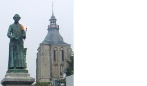 Standbeeld van Minckeleers met de tot voor kort eeuwig brandende vlam | bron: Wikipedia